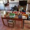 Marta una peque enferma recibe también su carro de comida